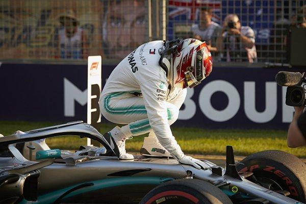 Další rekord Hamiltona naštval