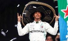 Mercedes vyhrál jubilejní stou velkou cenu