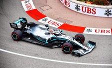 Mercedes s červenou hvězdičkou i nejlepším časem