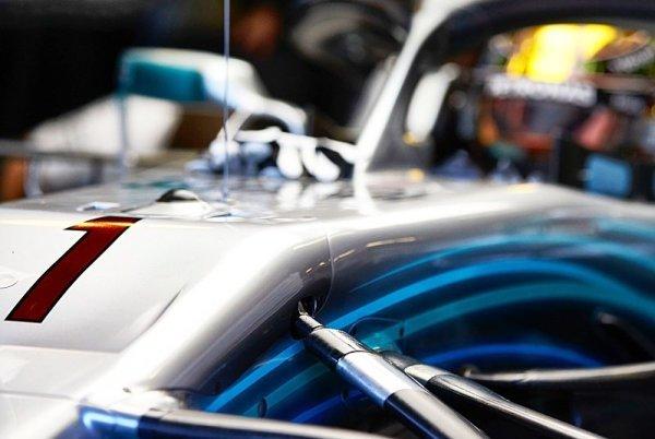 Bottas jasně nejrychlejší, Ricciardo hořel