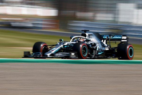 Hamilton překonal čtrnáctiletý traťový rekord