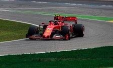Ferrari vyřadily dvě různé závady