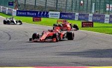Leclerc se ubránil Hamiltonovi a poprvé vyhrál