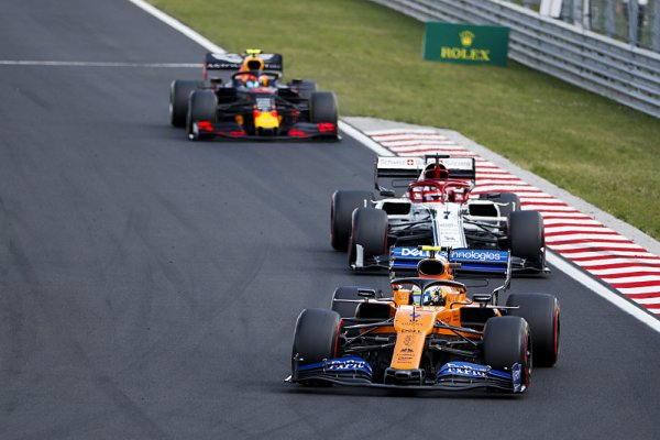 McLaren velkou trojku hned tak nedohoní