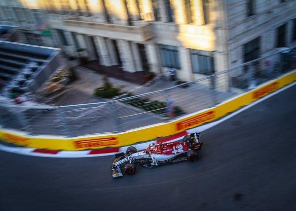 Räikkönen žehrá na počínání mercedesů