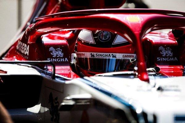 Räikkönenova pravá noha zatím drží