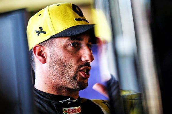 Přestupové rozhovory pokračují, tvrdí Ricciardo