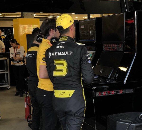 Podivné, ale Ricciardovi došly pneumatiky