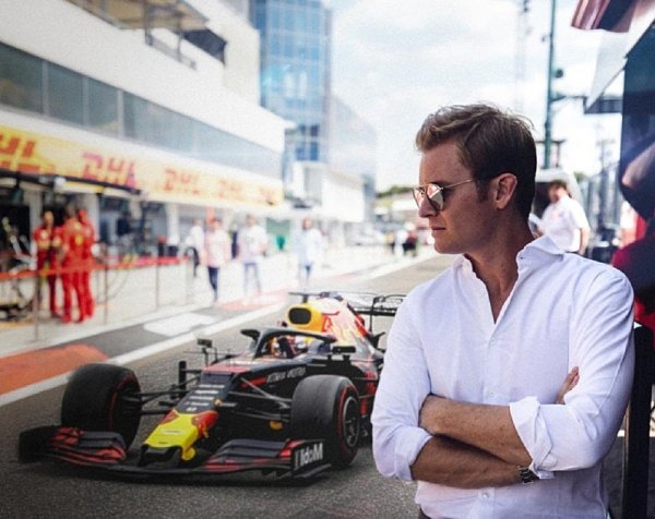 Hamiltona posadila na zadek Verstappenova odpověď Rosbergovi