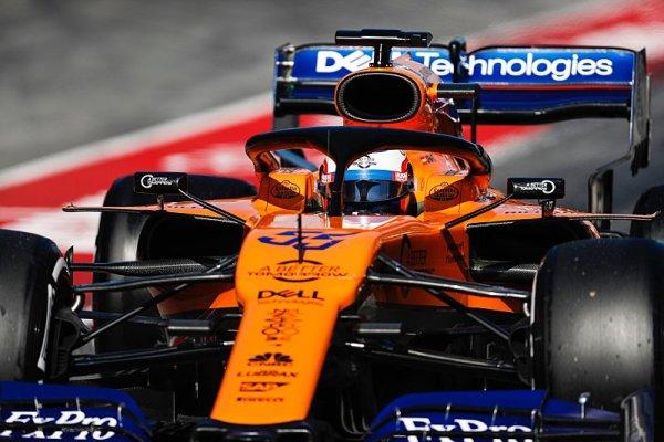 MCL34 ztrácí na Haas nejméně polovinu sekundy
