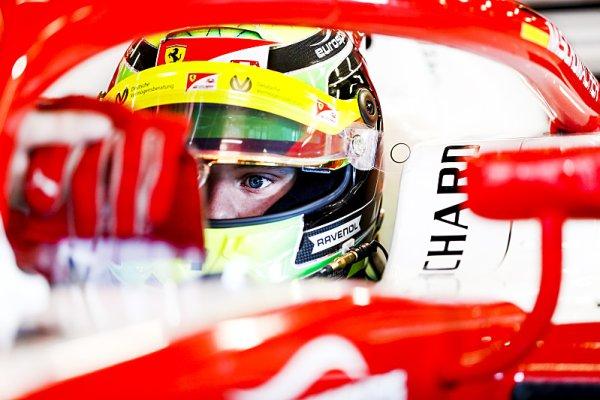 Schumacher se učí rozumět pneumatikám