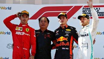 Leclerc a Verstappen si vyměnili role
