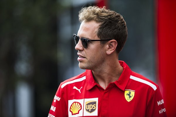 Vettelovi o peníze až tak nejde