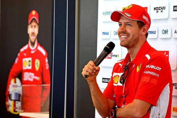 Vettel jel ve velké ceně posté na vedoucí pozici