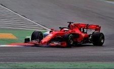 Vettel využil opatrnosti soupeřů