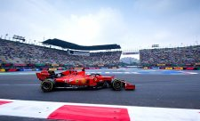 Ve druhém tréninku se do čela posunul Vettel