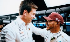 Hamilton chce v týmu udržet Wolffa
