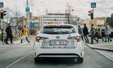 Na hybridy sázejí i taxikáři