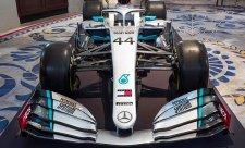 Mercedes ukázal nové lakování