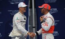 Kam se Hamilton hrabe na Schumachera