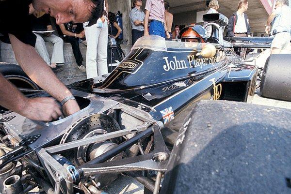 Emerson Fittipaldi znovu ve formuli