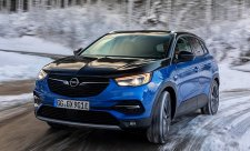 Plug-in hybridní Opel Grandland X Hybrid4 na český trh