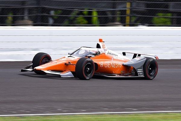 V Indy začal nejlépe Hinchcliffe, Alonso pátý