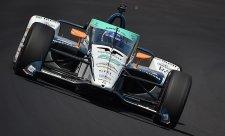 Dixon nejrychlejší, Alonso narazil do zdi