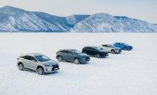 Lexusy se proháněly po zamrzlém Bajkalu