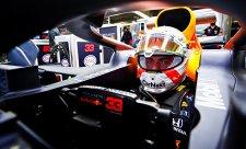 První trénink sezony pro Verstappena