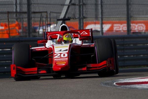 Schumacher kráčí za titulem