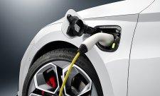 První RS jako plug-in hybrid