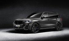 Arkticky šedé BMW na dvaadvacetipalcových kolech