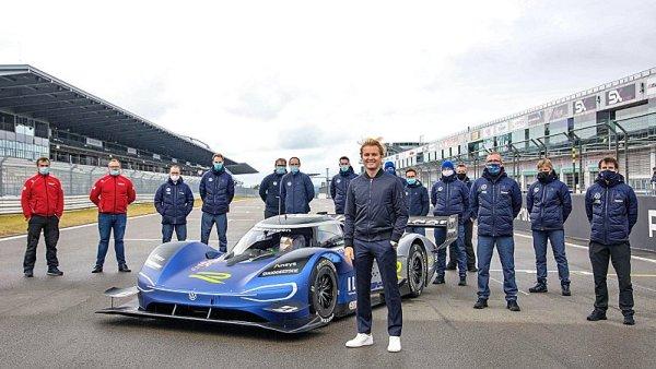 Rosberg vyzkoušel Volkswagen ID.R na vodě