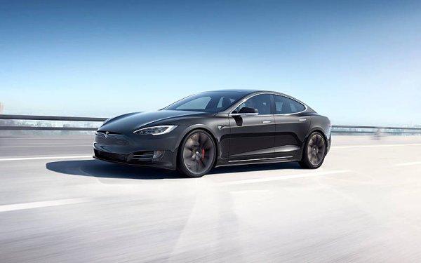 Tesla bude vyrábět plicní ventilátory