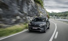 Toyota RAV4 si vezme litr na sto kilometrů