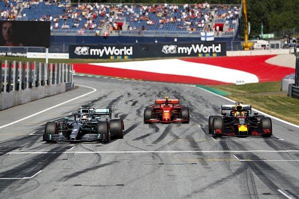 Upravený kalendář F1 požehnání od týmů nepotřebuje