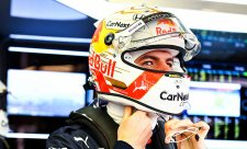 Verstappen hodil Mercedesu rukavici