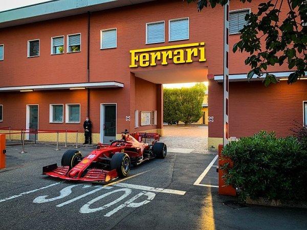 Na Ferrari se sype kritika