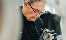 Historicky první zaměstnanec McLarenu jde do penze