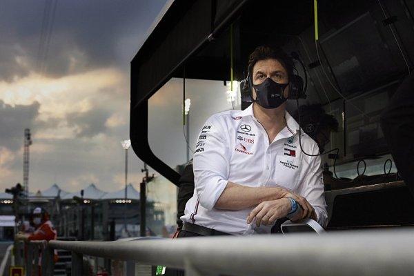 Kdo je kdo na boxové zídce Mercedesu?