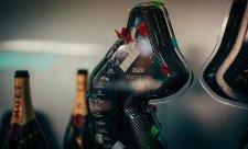 Mercedes oslavoval sedmý pohár konstruktérů
