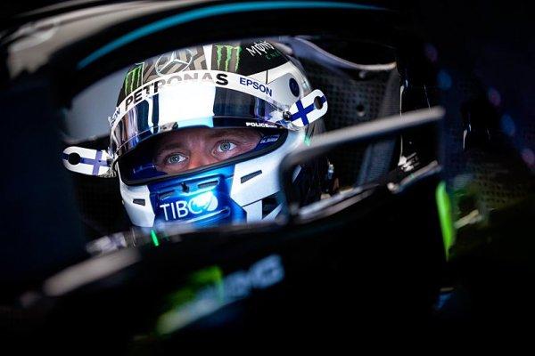 Bottas cítí v zátylku Verstappenův dech