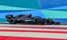 Mercedesu stačilo obout střední pneumatiky