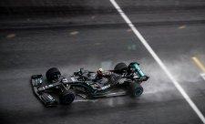 Mercedes je na pneumatiky příliš měkký