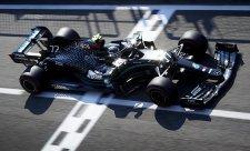 Mercedes se posmívá Red Bullu