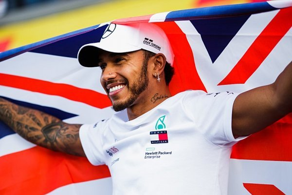 Hamilton má energii na další tři roky