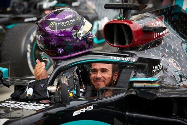 Hamilton dlouho nebral Verstappena na vědomí