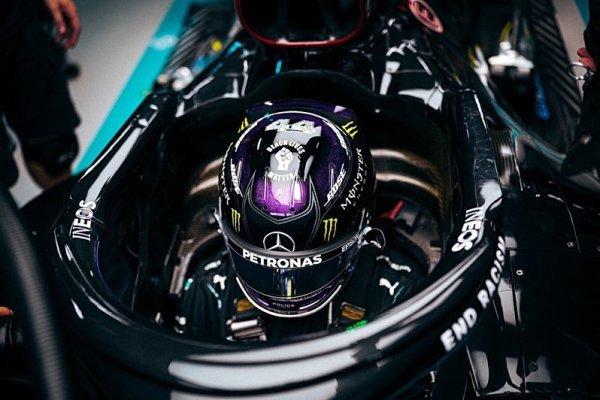 Na Hamiltona prý zaklekli funkcionáři FIA