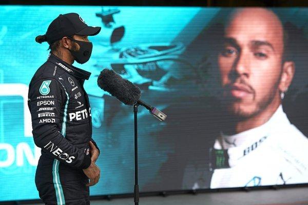 Hamilton se už ve 150 závodech objevil v čele